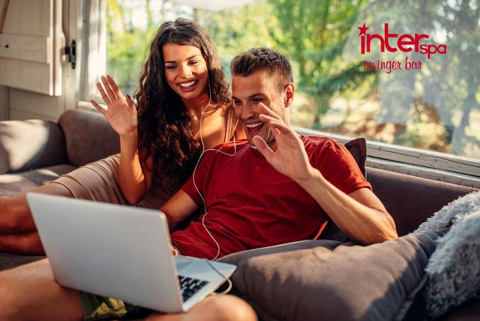 Los expertos de la salud aseguran que se debe evitar el contacto cercano con cualquier persona fuera de casa.